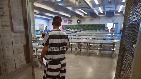 Un detenido dentro de las instalaciones de la cárcel del condado Maricopa