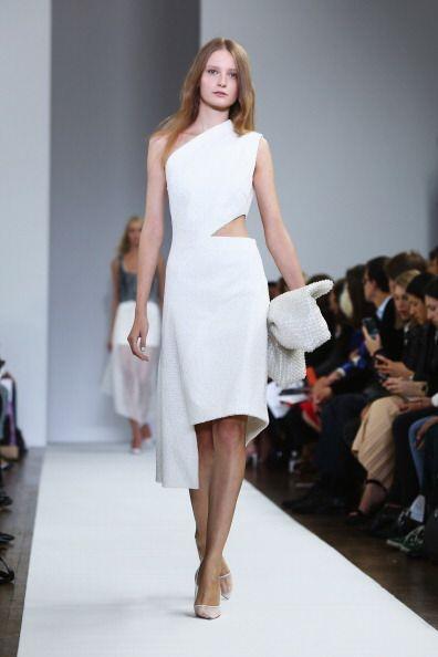 Un básico vestido blanco será 'must' para resplandecer bajo los rayos de...