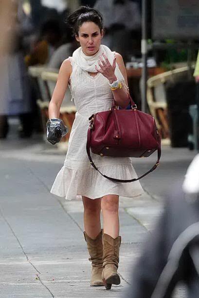 Un paparazzi captó el momento en el que Ana Serradilla paseaba a su perr...