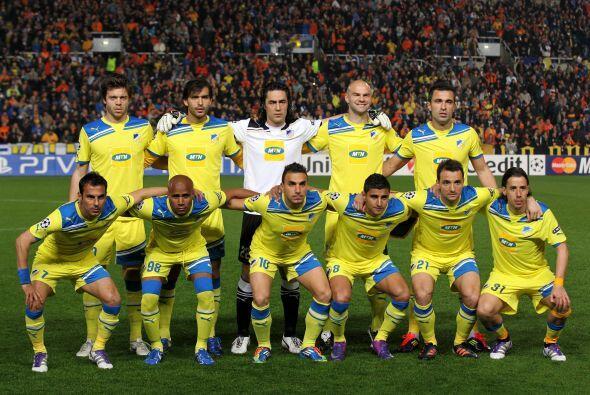 Apoel: Chiotis; Poursaitides, Kaká, Paulo Jorge, Boaventura; Nuno...