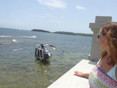 Imágenes del helicóptero accidentado en la playa de Vega A...