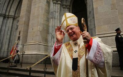 El cardenal Timothy Dolan conmemora el Domingo de Pascua en la Catedral...