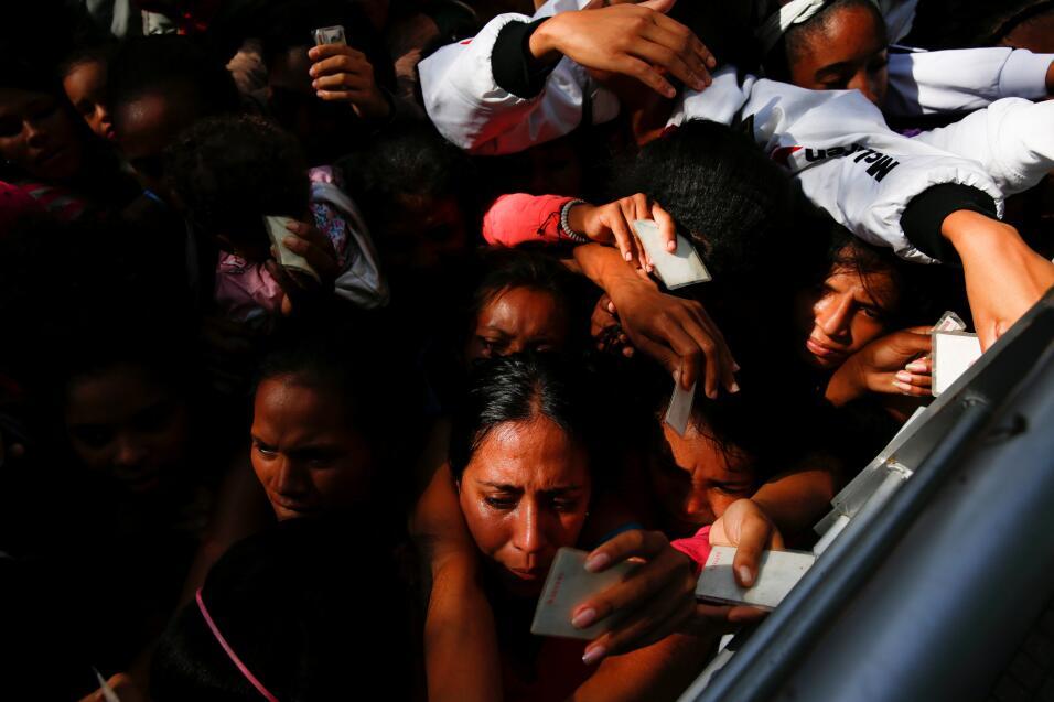 Colas para comida en Venezuela