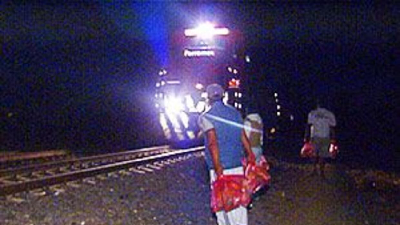 'La Bestia' , el tren en el que miles de inmigrantes emprenden su aventu...