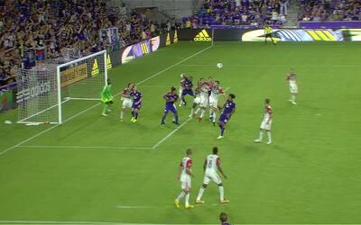 Cyle Larin marca el gol del desempate entre Orlando y D.C. United