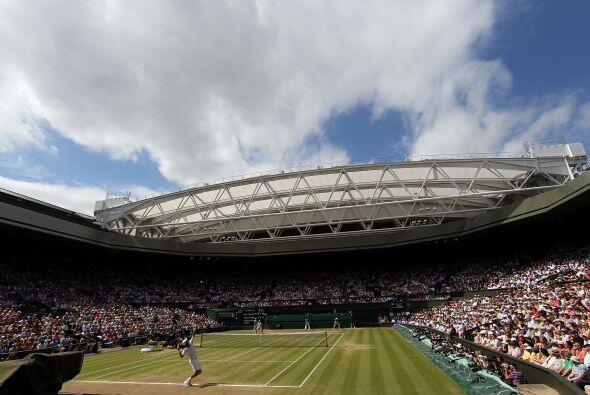 La cancha central del All England Tennis Club vivió otra de sus ocasione...