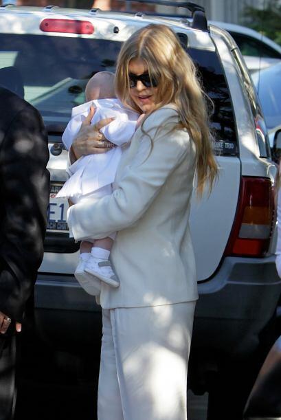 Fergie luce muy tierna junto a su bebé. Mira aquí los videos más chismosos.