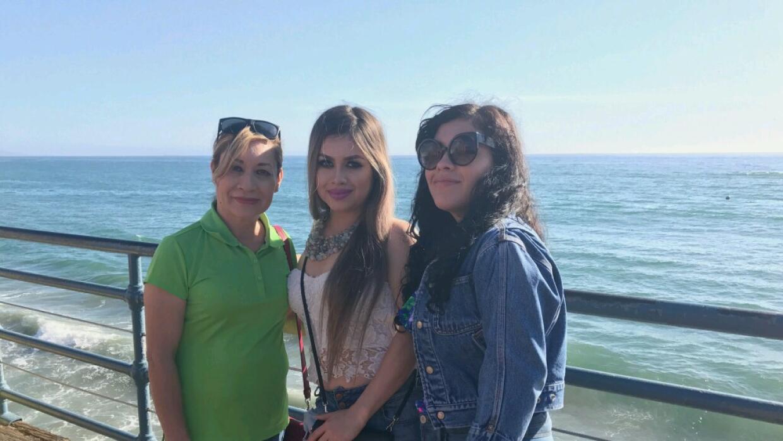 La mexicana Teresa de Jesus Vidal Jaime con sus hija Arlene (centro) y C...