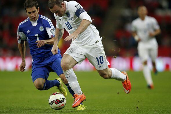 Wayne Rooney comandó el ataque de Inglaterra, el jugador del Manchester...