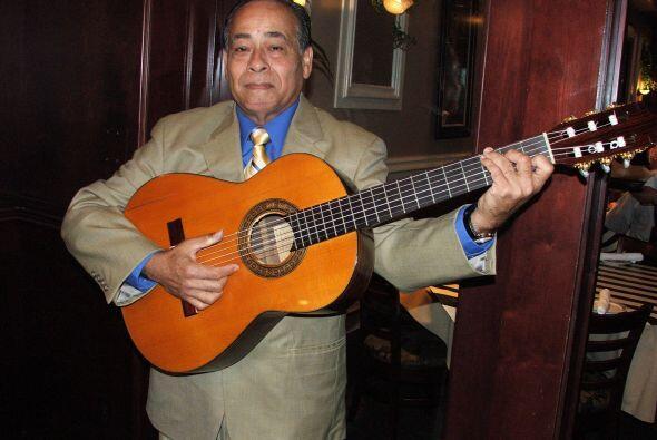 Acompañados de su requinto y sus guitarras, los puedes encontrar en rest...