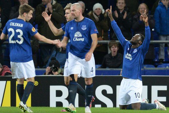 El último club inglés en mostrar interés por 'Chicharito' es el Everton,...