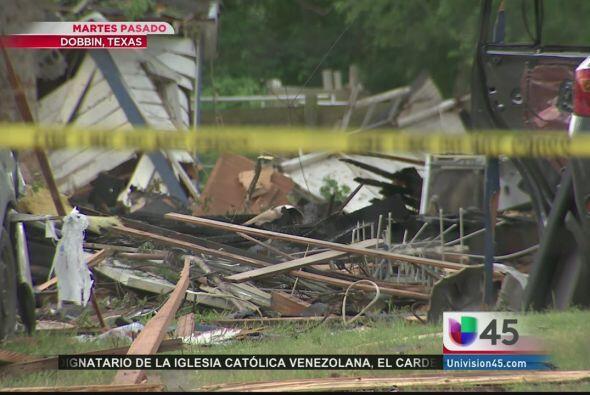 Una casa explotó esta semana en Dobbin, al noroeste de Houston, dejando...