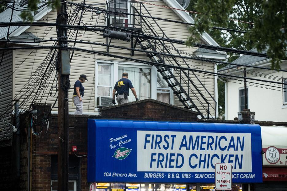 Agentes del FBI revisaron la vivienda que los Rahami tenían en los altos...
