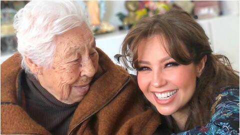 Thalía y su abuelita, doña Eva Mange.