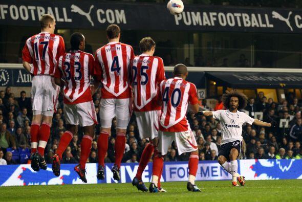 Las oportunidades pasaban y Tottenham seguía sin irse al frente.