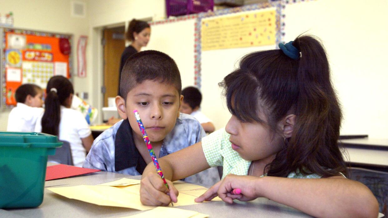 La creciente demanda de programas bilingües ha obligado a los administra...