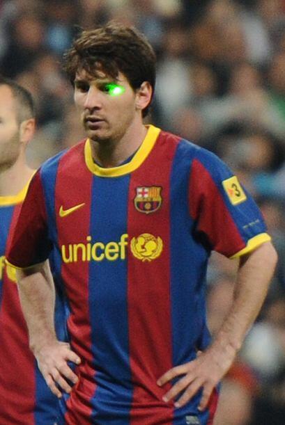 Para marcar a Messi todo vale. Hasta un rayo láser para ver si falla el...