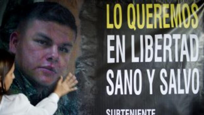 Gente pidiendo la liberación del subteniente del Ejército Cristian Mosco...