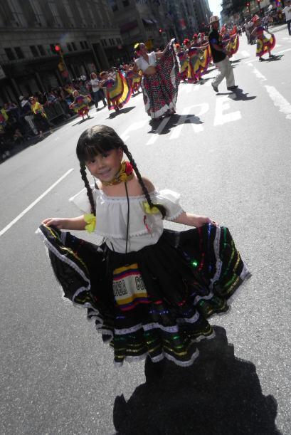 Los niños en el desfile de la Hispanidad 5b6d17c0e919425f8354e4c0ad1e629...