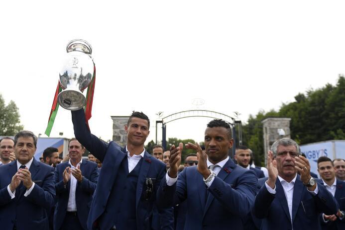 Así recibió Portugal a sus campeones