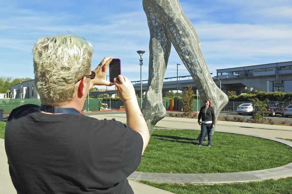 La obtra Truth is beauty se expuso en el San Leandro Tech Campus.