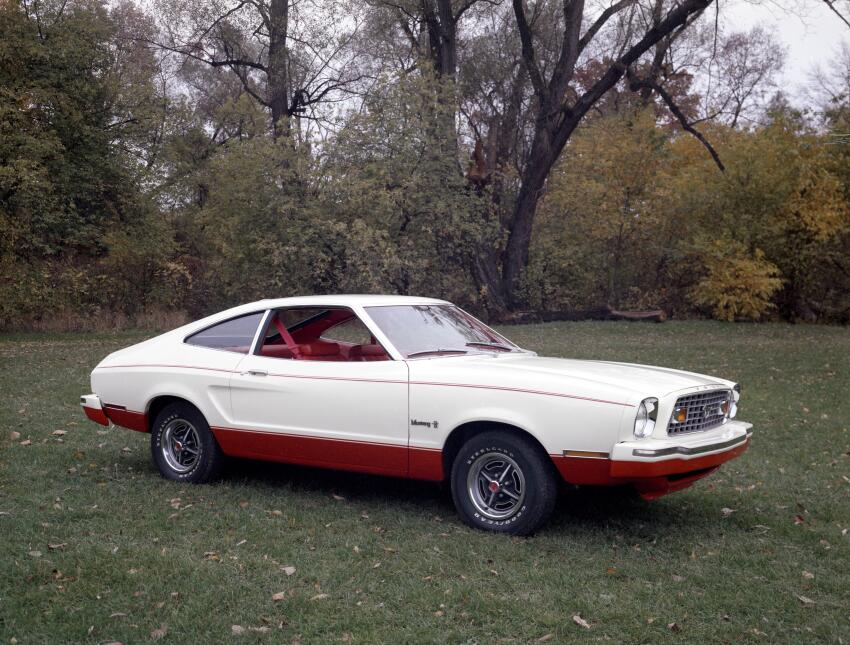 Medio siglo del Ford Mustang Fastback 1976_Ford_Mustang_II_2_plus_2_CN13...