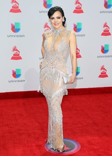 Las actriz y cantante Maribel Guardia estrenó otro traje de gala de Azar...