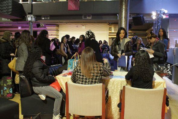 Decenas de chicas se dieron cita en el Stage 48 de New York para partici...