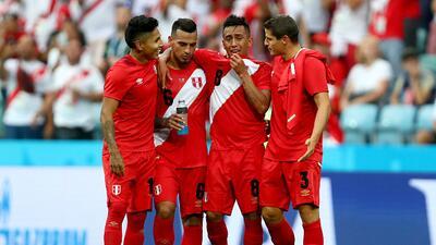 Perú gana después de 40 años en un Mundial y se despide de Rusia 2018