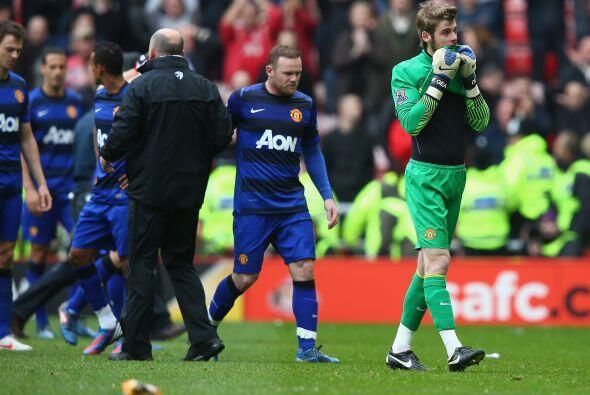 A su vez, el United se enteraba de lo que pasaba en casa del rival de la...