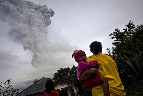El Merapi, en la isla central de Java, que provocó 350 víctimas mortales...