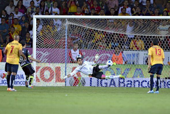 Felipe Rodríguez.- El arquero de Morelia recibió dos goles, sí eso es ve...