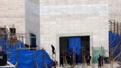 Los herederos políticos de Yaser Arafat abrieron su tumba, y expertos fo...