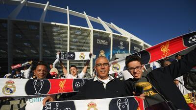 ¡Ambientazo! Aficionados Del Real Madrid y Liverpool vibraron en la previa de la final de Champions