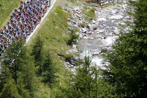 La etapa 18, la reina en los Alpes, tuvo un recorrido de 200.5 kilómetro...