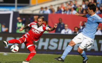 Diego Fagúndez en el empate 1-1 entre Revolution y NYCFC.