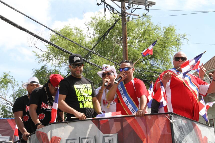 Celebra La X en el Desfile Dominicano en NJ IMG_1888.JPG