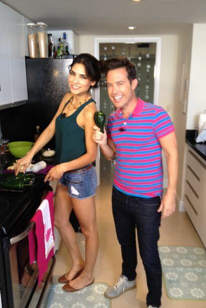 Roger Borges invitó a Alejandra Espinoza para su segmento de cocina.
