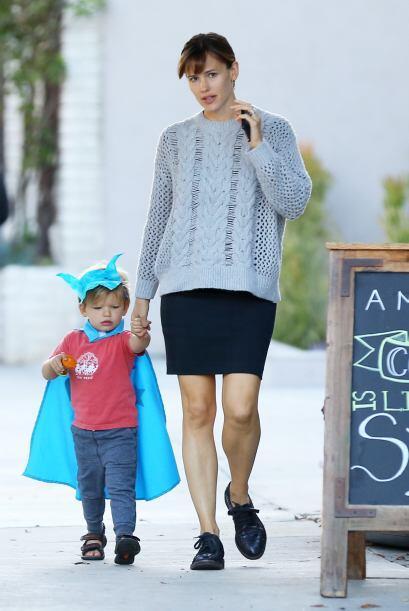 Jennifer Garner ahora tiene en casa a dos apuestos superhéroes.