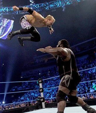 Christian voló sobre el enorme Mark Henry. ¡Increíble!