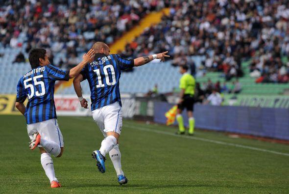 Wesley Sneijder sacó un riflazo que significó el 2-1.
