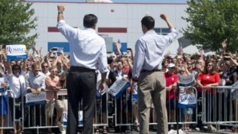 El republicano Mitt Romney y el recién nombrado candidato a la vicepresi...