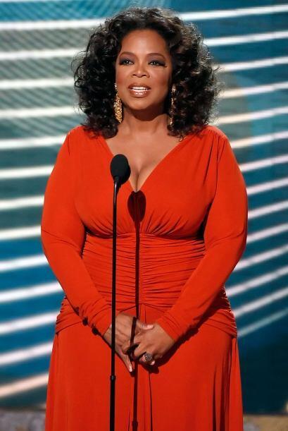 Oprah en la entrega del Premio Emmy 2008. Mira aquí los videos m&...