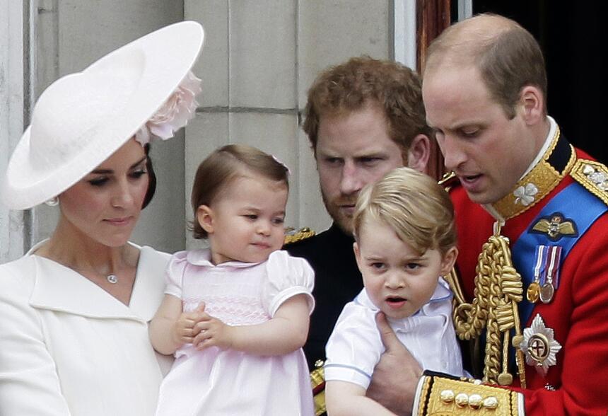 En esta foto del 11 de junio del 2016, el príncipe Guillermo de Gran Bre...