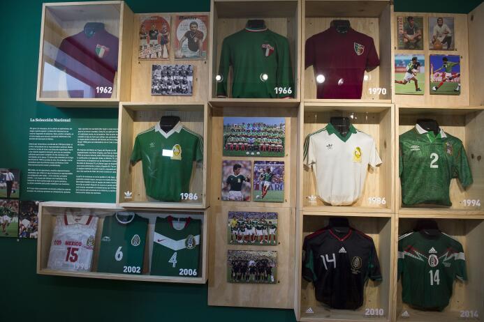 ¡Para la nostalgia!: la historia de casi un siglo del fútbol mexicano en...