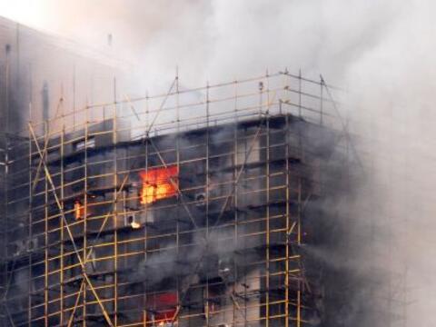 Al menos 53 personas murieron en un espectacular incendio de un c&eacute...