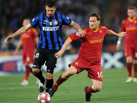 Trasladando su rivalidad en la Liga local, Inter de Milán y Roma...