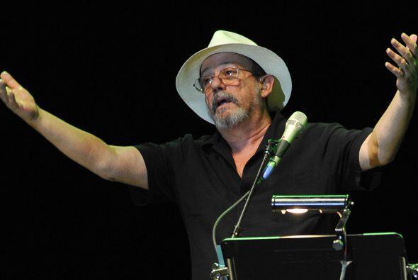 Silvio, que viaja acompañado de su esposa, la flautista Niurka González,...
