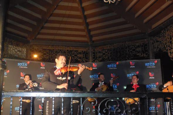 Serenata de Ysaac a la Pulling Strings