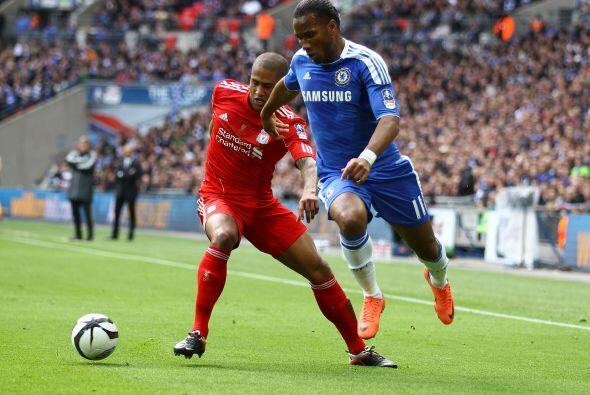 Pero el Chelsea se cerró y no dejá espacios libres.
